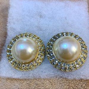 Vintage costume clip on earrings ✨